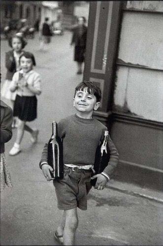 Henri Cartier-Bresson - Rue Mouffetard, Paris, 1954(Boy with Bottles)